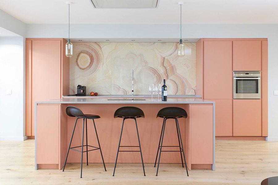 Modello di cucina rosa n.12