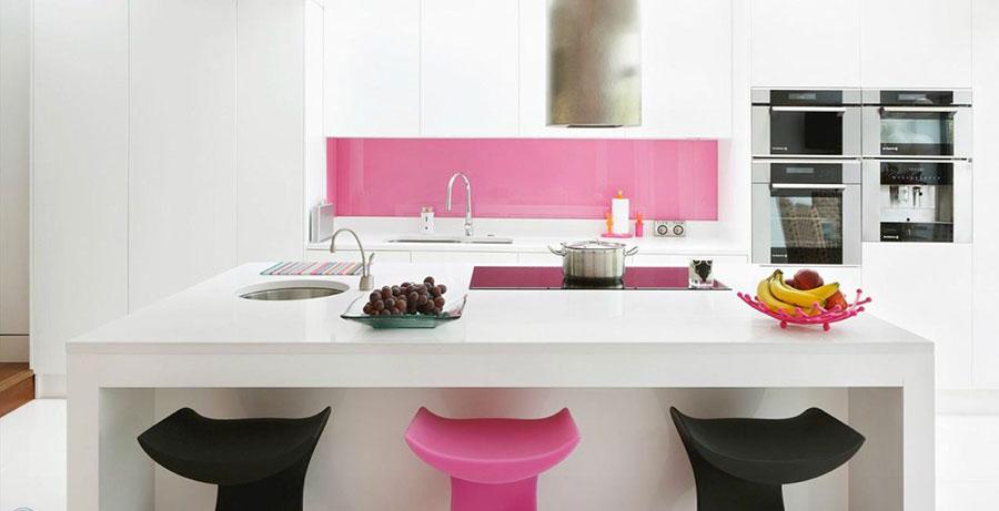 Modello di cucina rosa n.17