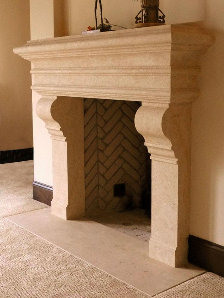 Modello di camino in pietra classico n.01