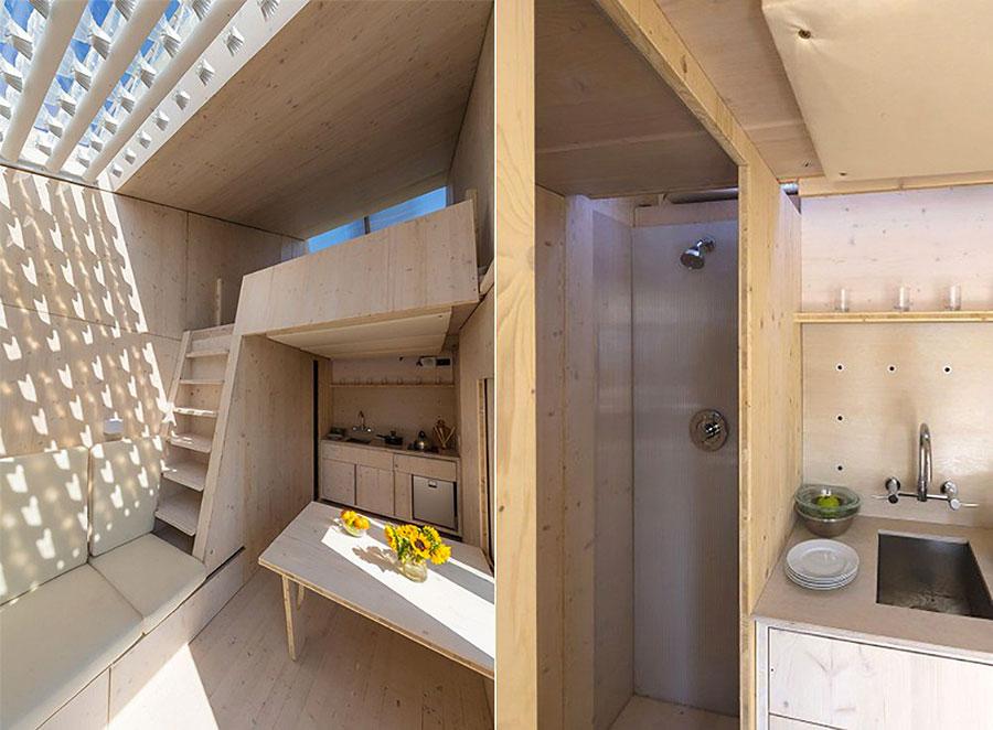 Veduta della cucina e del bagno della casa in legno autosufficiente ed ecologica