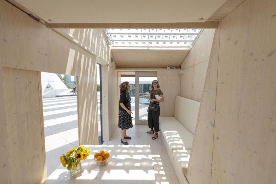Veduta interna della casa in legno autosufficiente ed ecologica