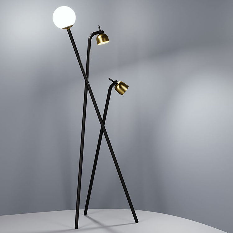 Lampada di FontanaArte modello Tripod