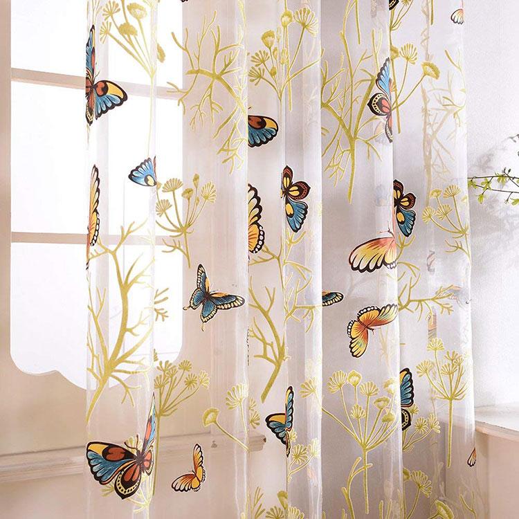 Modello di tenda per cameretta con farfalle
