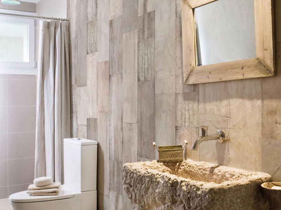 Modello di carta da parati per bagno effetto legno n.03