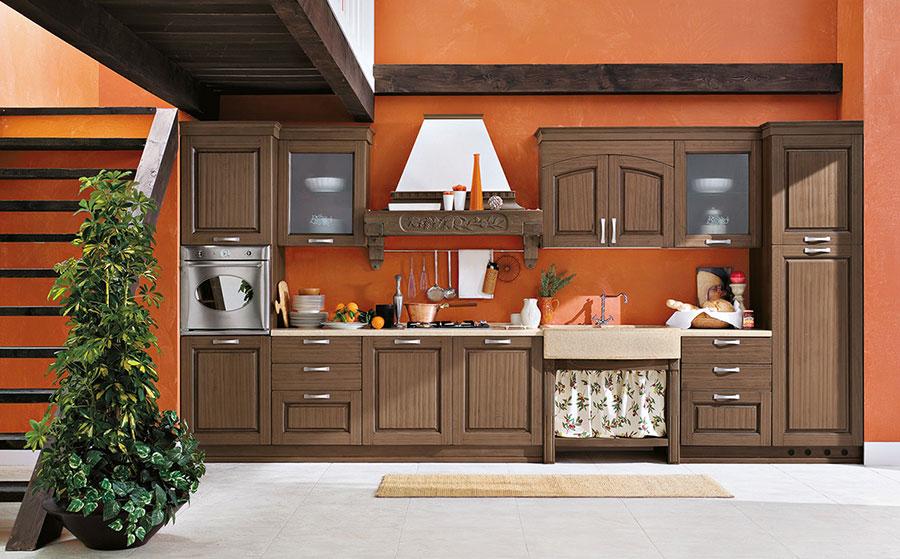 Colore arancione per pareti di cucine classiche n.04