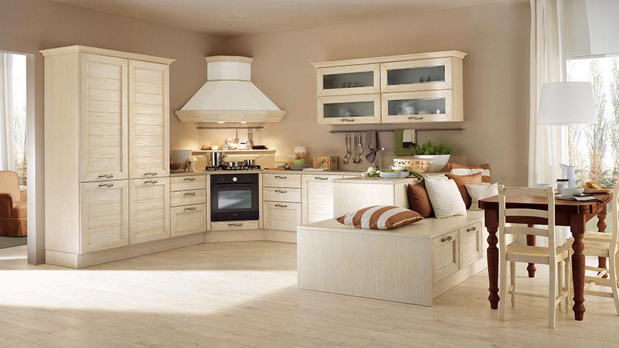 Colore beige per pareti di cucine classiche n.01