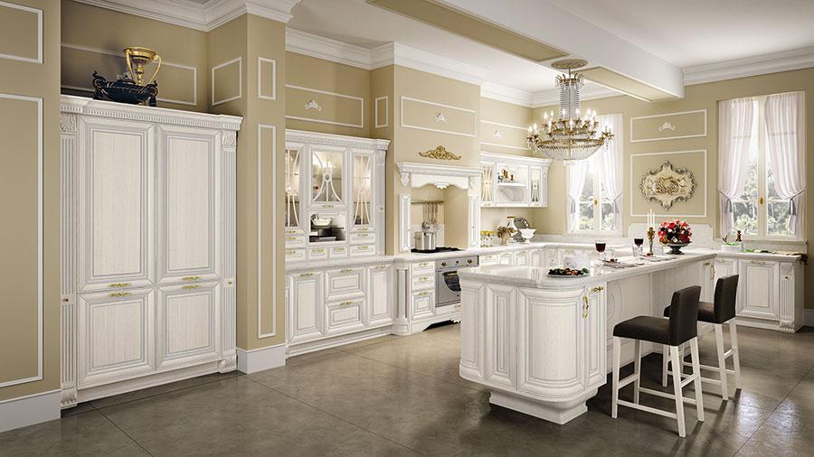 Colore beige per pareti di cucine classiche n.02