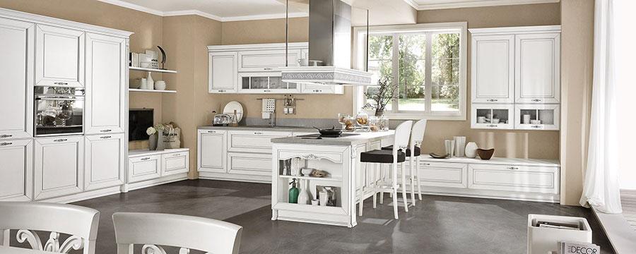 Colore beige per pareti di cucine classiche n.03