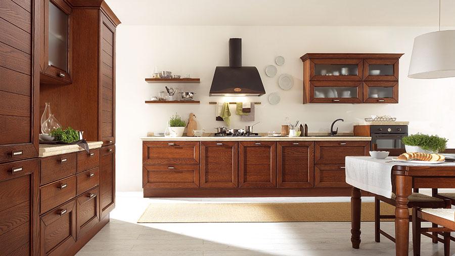 Colore bianco per pareti di cucine classiche n.01