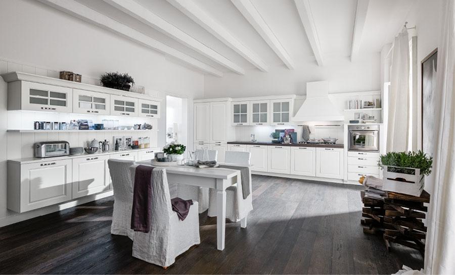 Colore bianco per pareti di cucine classiche n.03