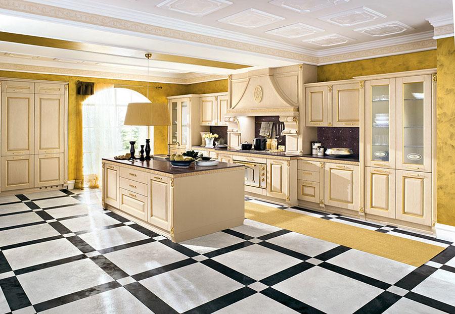 Colore giallo per pareti di cucine classiche n.01