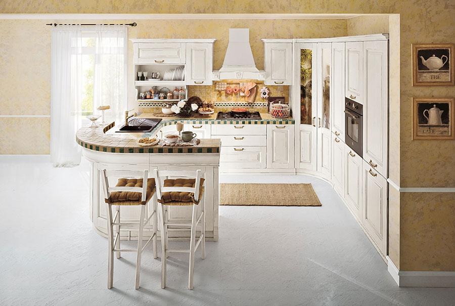 Colore giallo per pareti di cucine classiche n.03