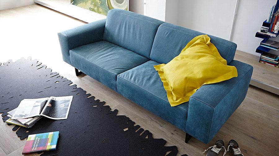 Modello di divano blu in pelle n.05