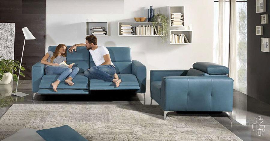 Modello di divano blu in pelle n.06
