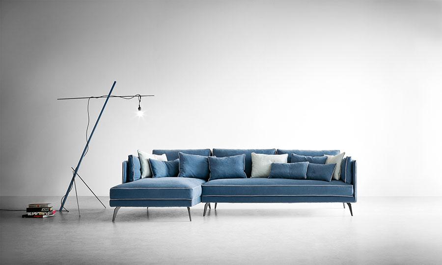 Modello di divano blu in tessuto n.02