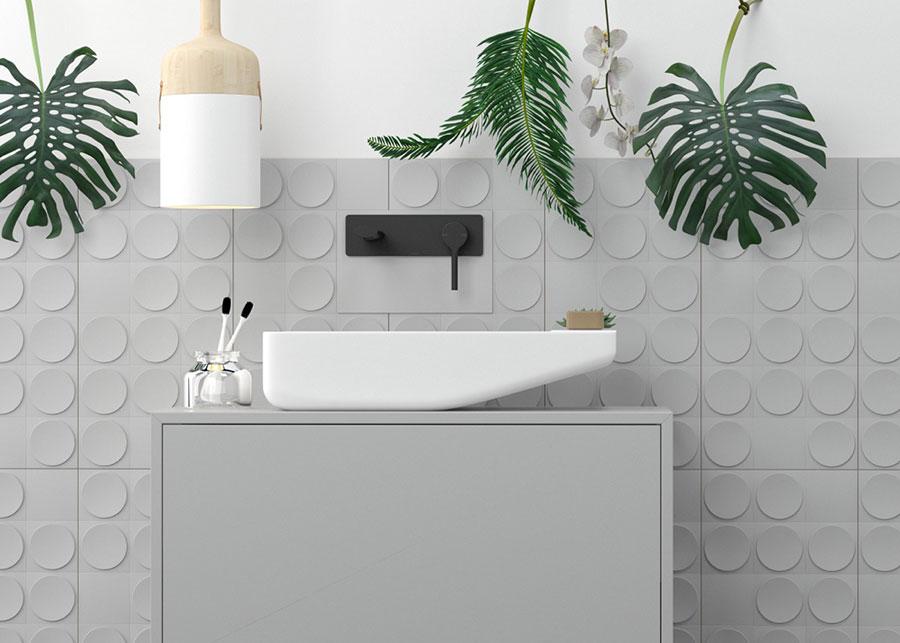 Idee per arredare un bagno bianco e grigio n.15