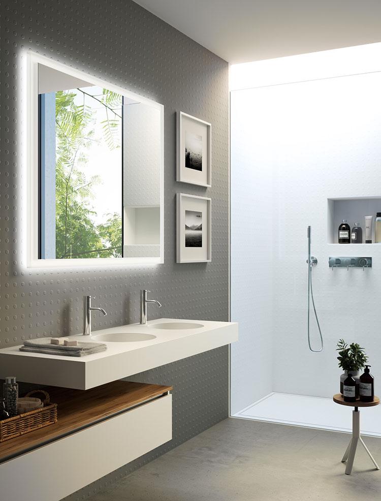 Idee per arredare un bagno bianco e grigio n.16