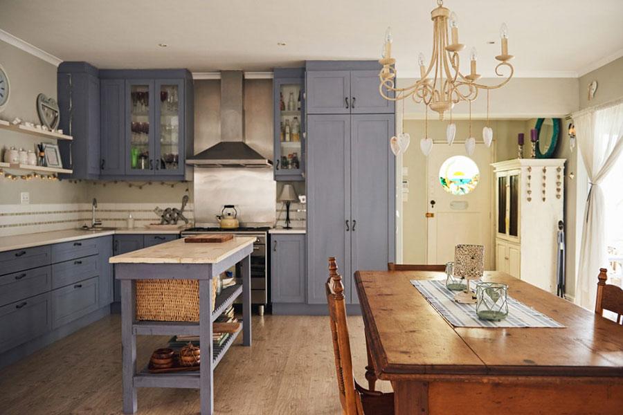Cucine shabby chic 50 idee per arredare casa in stile for Idee per arredare cucina soggiorno