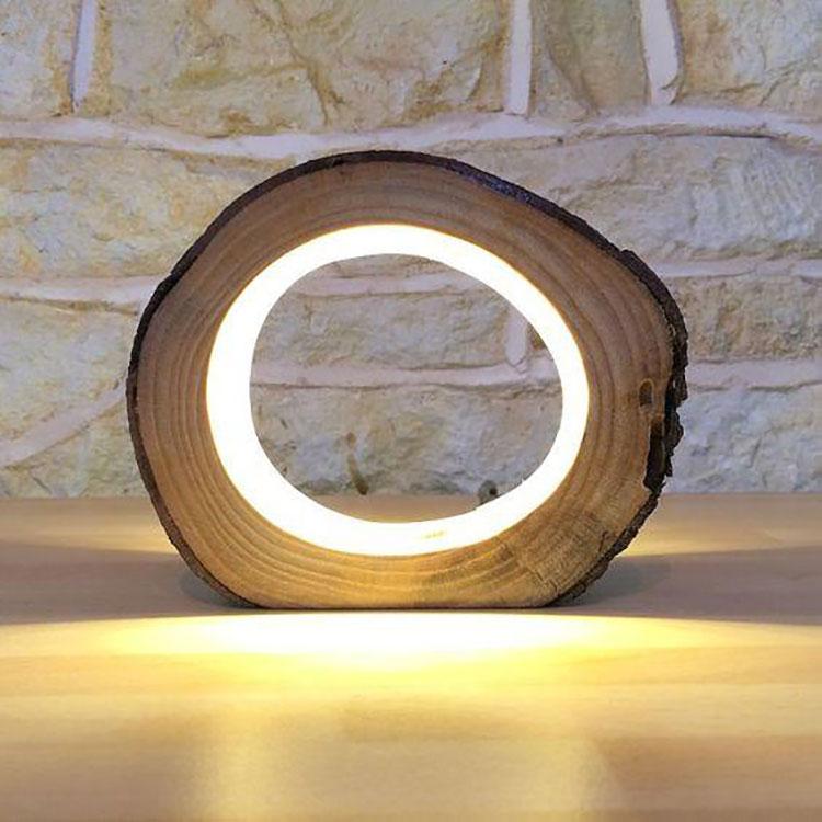 Modello di lampada da tavolo in legno fai da te n.05