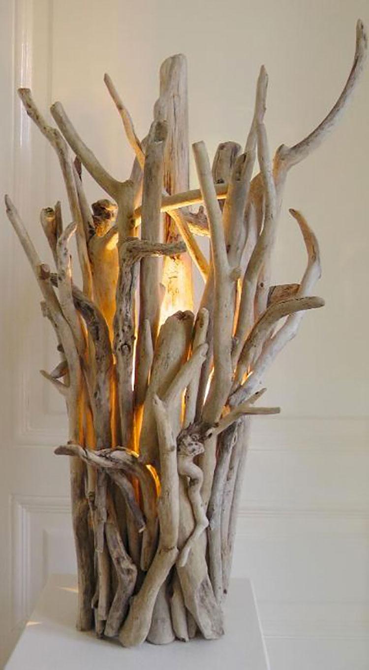 Modello di lampada da tavolo in legno fai da te con rami n.01