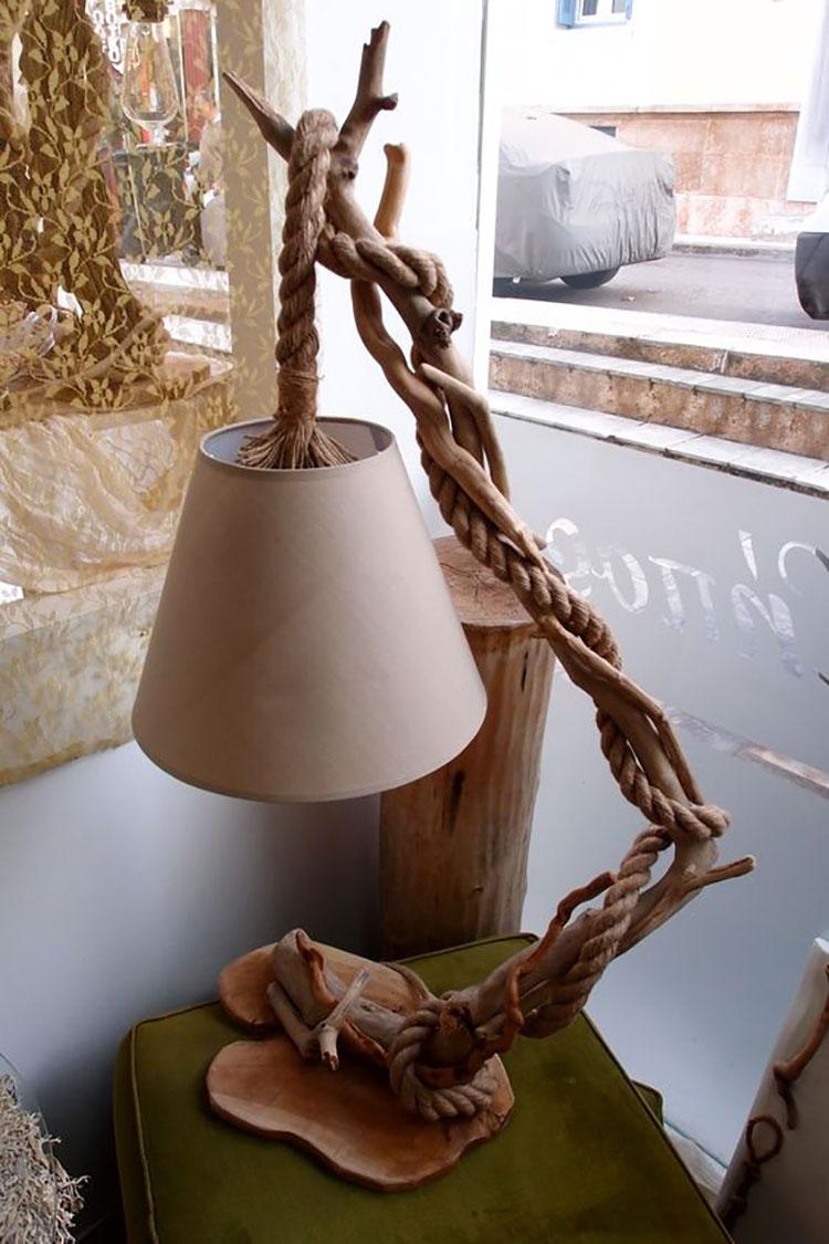Modello di lampada da tavolo in legno fai da te con rami n.03