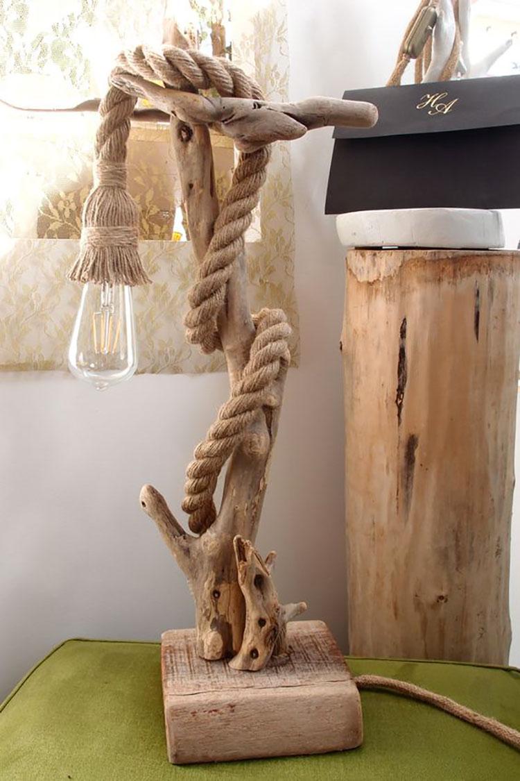 Modello di lampada da tavolo in legno fai da te con rami n.04