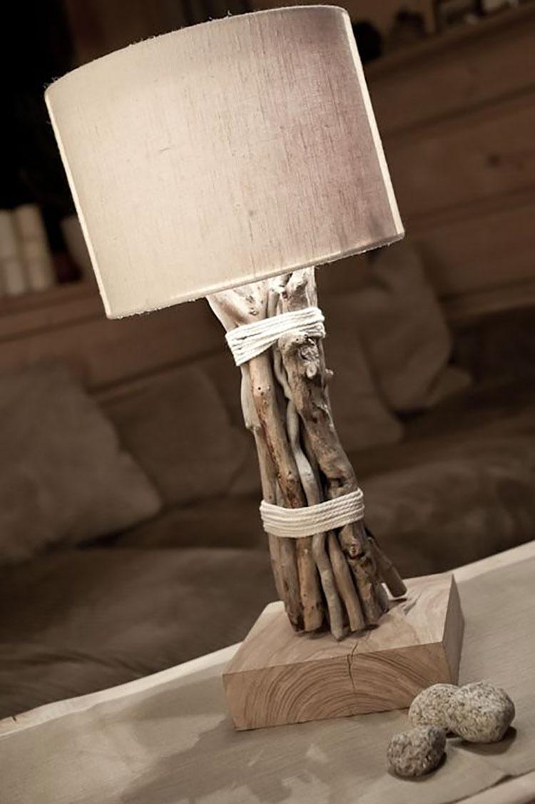 Modello di lampada da tavolo in legno fai da te con rami n.05