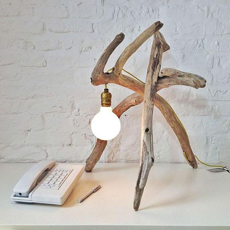 Modello di lampada da tavolo in legno fai da te con rami n.06