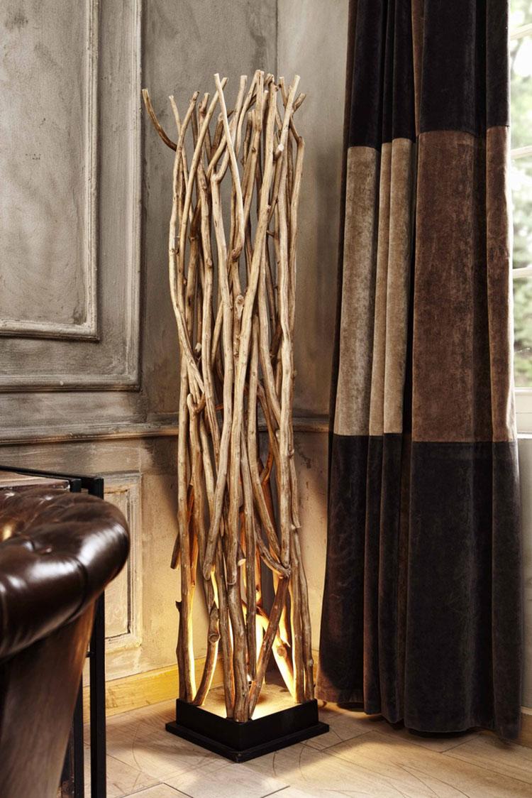 Modello di lampada da terra in legno fai da te con rami n.01