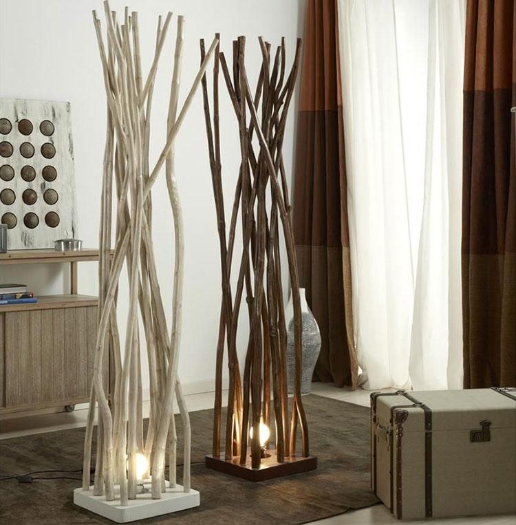 Modello di lampada da terra in legno fai da te con rami n.02