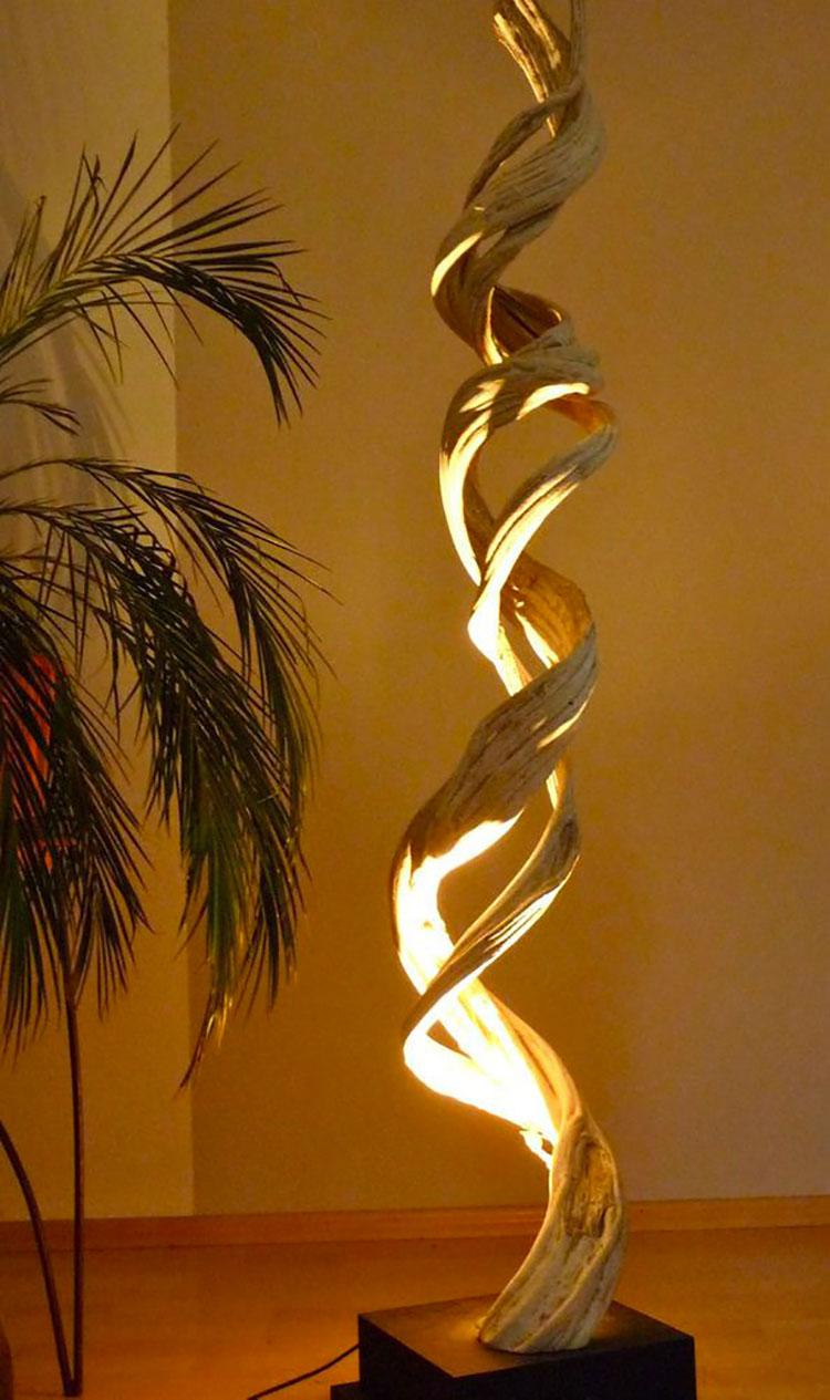 Modello di lampada da terra in legno fai da te con rami n.05