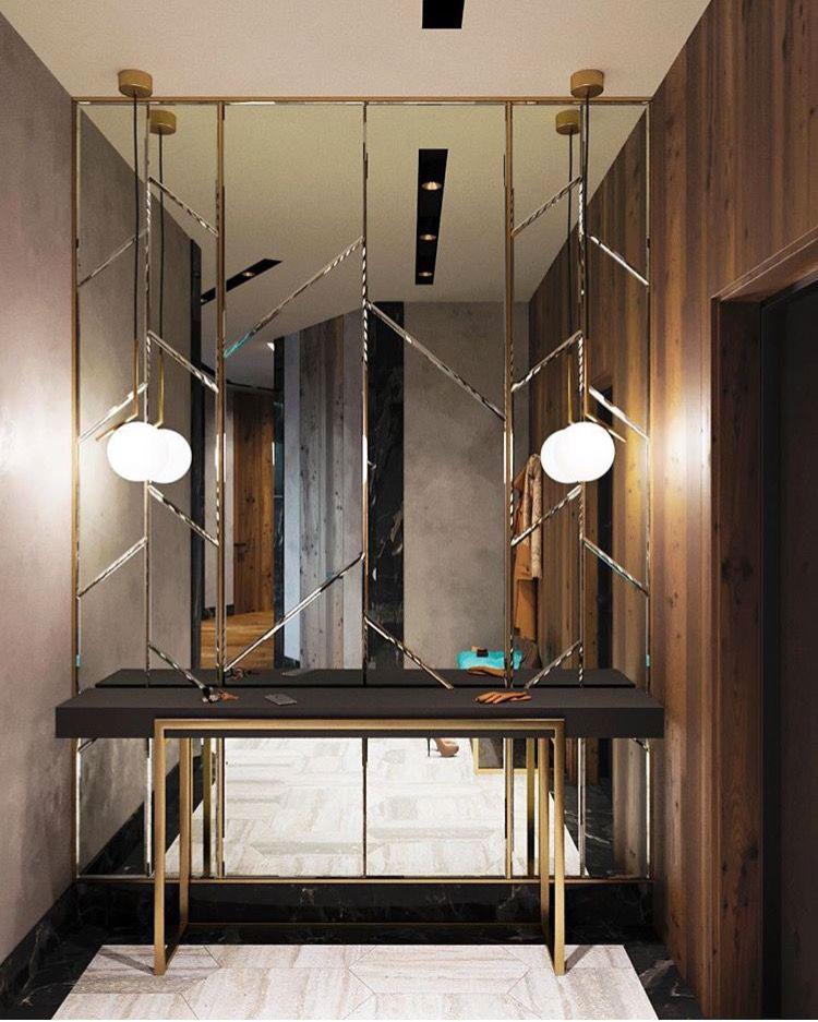 Ingresso piccolo e buio pareti specchiate e specchi n.04