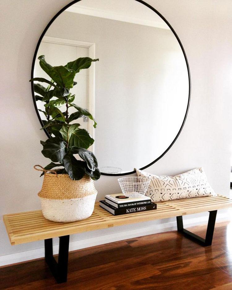 Ingresso piccolo e buio pareti specchiate e specchi n.06