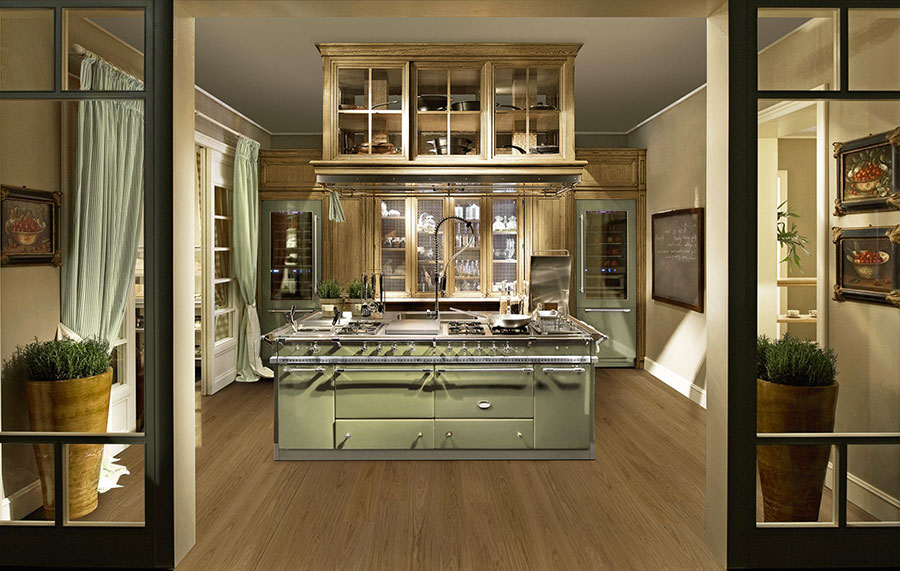 Modello di cucina classica con isola centrale de L'Ottocento n.05