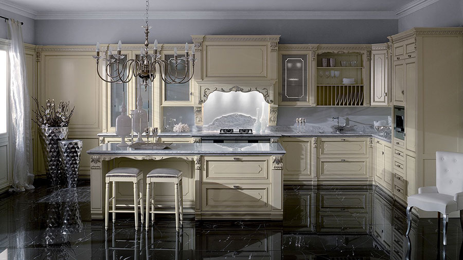 Modello di cucina classica con isola centrale di GD Arredamenti n.01