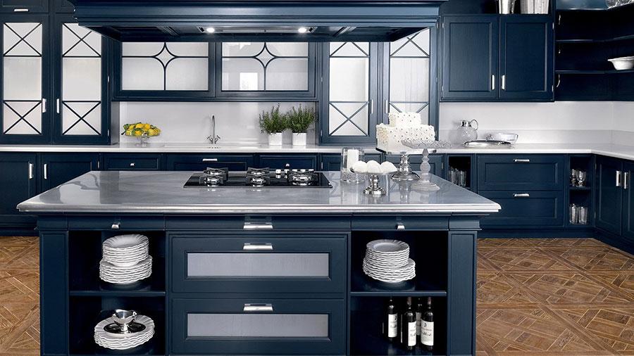 Modello di cucina classica con isola centrale di GD Arredamenti n.04
