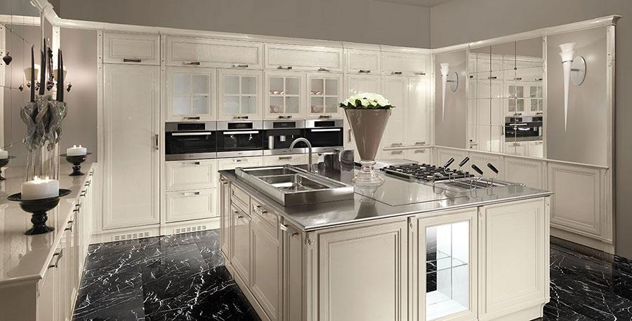 Modello di cucina classica con isola centrale di Brummel n.03
