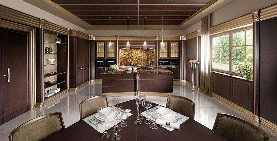 Modello di cucina classica con isola centrale di Brummel n.05