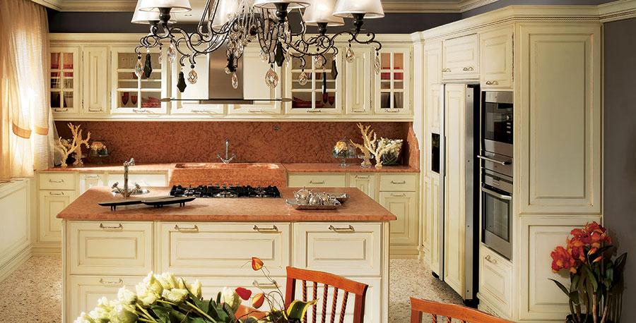 Modello di cucina classica con isola centrale di Brummel n.06