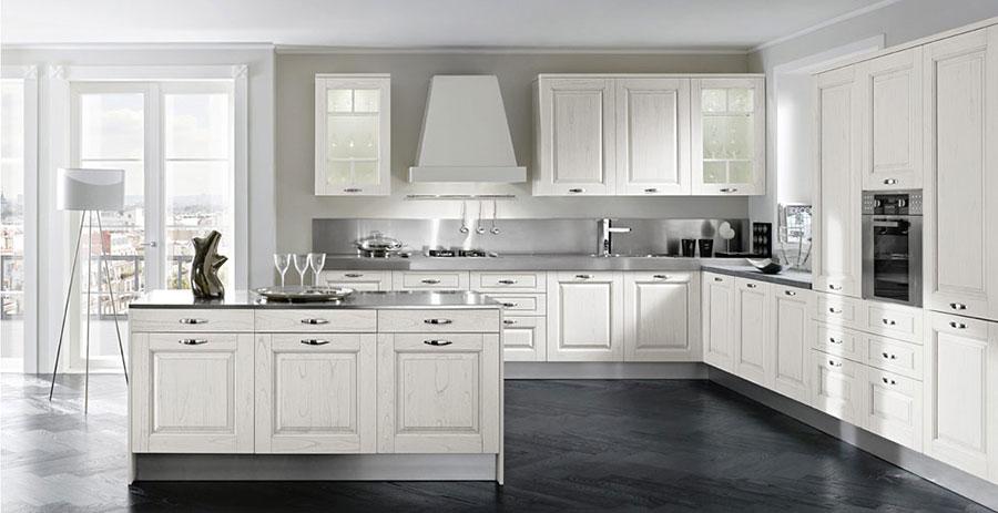 Modello di cucina classica con isola centrale di Gory Cucine n.01
