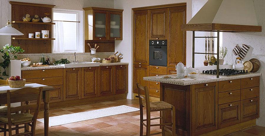 Modello di cucina classica con isola centrale di Gory Cucine n.04
