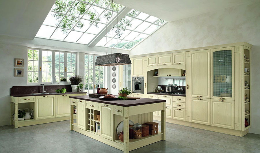 Modello di cucina classica con isola centrale di Colombini Casa n.02