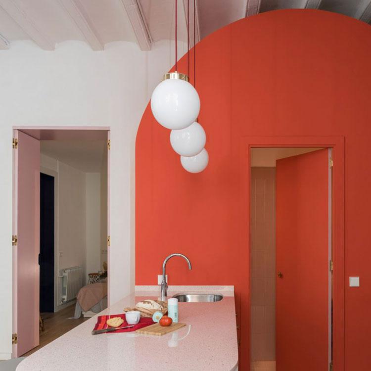 Idee per arredare casa con il living coral colore pantone for Idee cucina living