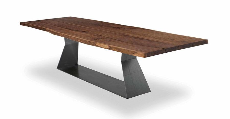 Modello di tavolo industrial Bedrock di Riva