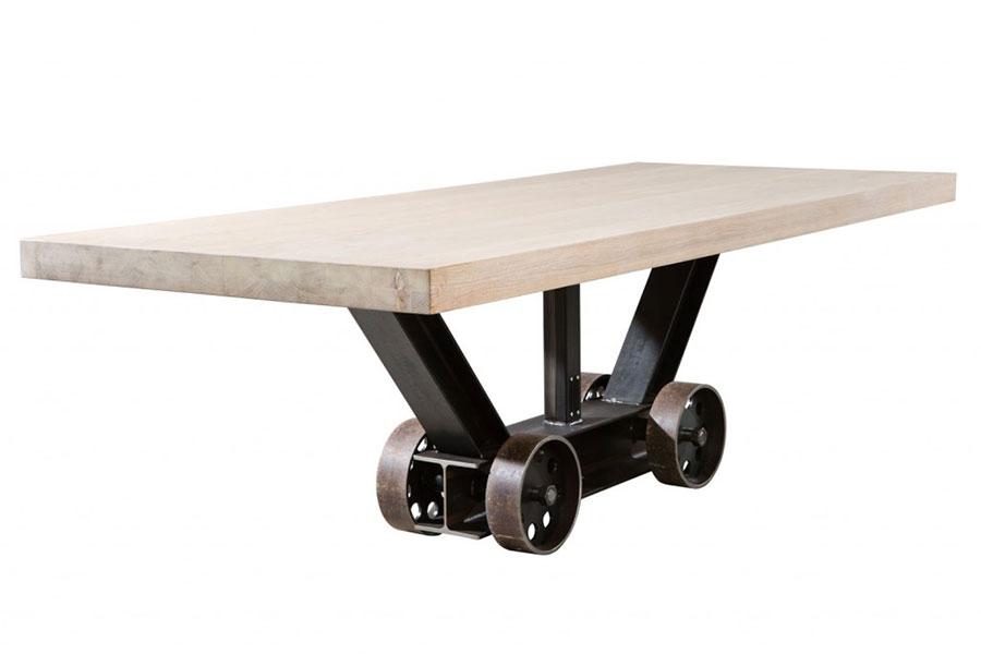 Modello di tavolo industrial Antico di Sturdy Legs n.8