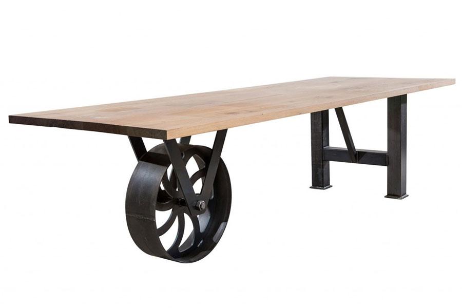 Modello di tavolo industrial Antico di Sturdy Legs n.9