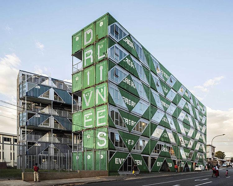Foto del condominio costruito con container n.02