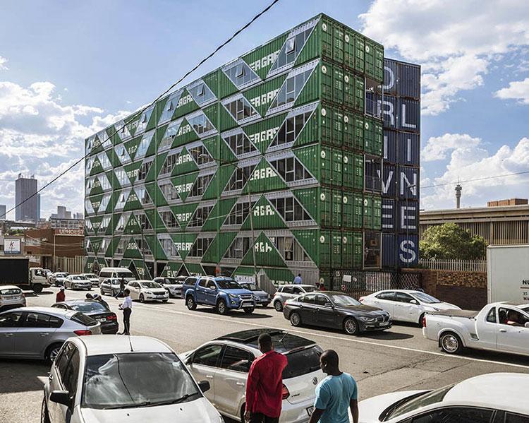 Foto del condominio costruito con container n.03