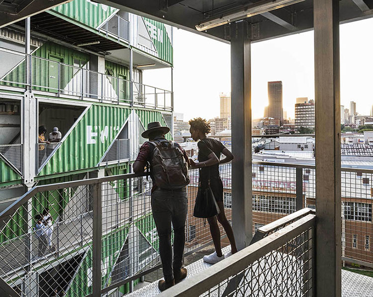 Foto del condominio costruito con container n.08