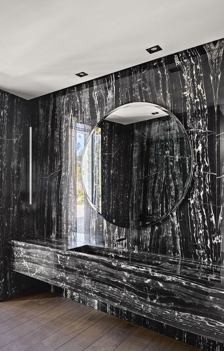 Come arredare un bagno in marmo nero n.01